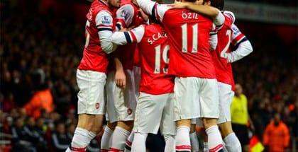 Brian Laudrup har fidus til Arsenal hjemme på Emirates